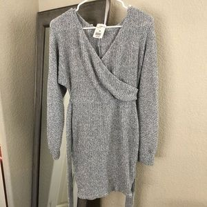 Dresses & Skirts - Teen long sleeve sweater dress Medium